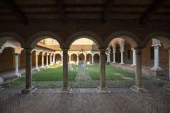 Claustro do romano de San no museu da catedral de Ferrara imagens de stock royalty free