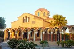 Claustro e fachada da igreja ortodoxa Fotografia de Stock Royalty Free