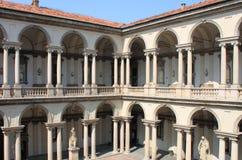 Claustro en el palacio de Brera Foto de archivo libre de regalías