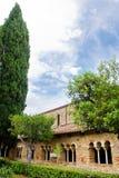 Claustro en la abadía de San Giovanni en Venere en Fossacesia (I Imagen de archivo