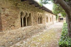 Claustro en la abadía de San Giovanni en Venere en Fossacesia (I Fotos de archivo libres de regalías