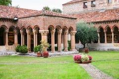 Claustro en San Zeno Basilica en la ciudad de Verona Fotografía de archivo