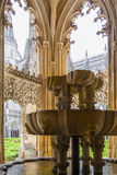 Claustro real de la fuente del monasterio de Batalha Imagen de archivo libre de regalías