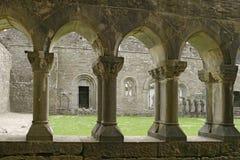 Claustros antiguos de la abadía Foto de archivo