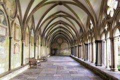 Claustros da catedral de Salisbúria fotografia de stock royalty free
