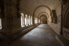 Claustros en la abadía de San Pedro en Montmajour cerca de Arles, Fotografía de archivo