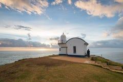 Clavar el puerto Macquarie de la salida del sol con tachuelas del faro del punto Foto de archivo libre de regalías