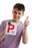 Clave adolescente de las placas y del coche de la explotación agrícola P del muchacho Imagenes de archivo