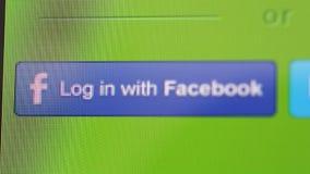 Clave al ordenador iMac con Twitter o Facebook almacen de video