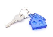 Clave de la casa con el camino de recortes Imagen de archivo libre de regalías