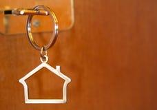 Clave de la puerta de la casa Foto de archivo libre de regalías