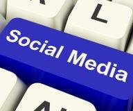 Clave de ordenador social de los media que muestra la comunidad en línea foto de archivo