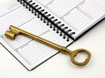 Clave de oro en planificador diario de A Imagen de archivo