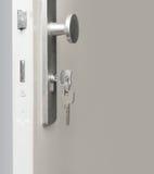 Clave en bloqueo de puerta Fotos de archivo