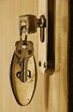 Clave en ojo de la cerradura fotografía de archivo libre de regalías