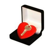 Clave sobre corazón Imágenes de archivo libres de regalías