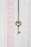 Clave, tela de lino natural y cordón Foto de archivo libre de regalías