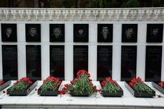 Claveles en sepulcros de los civiles matados en masacre en Baku Fotografía de archivo