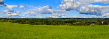 Hudson Valley skyline with farm land and meadows on a cloud filled summer day. Claverack NY area in the Hudson Valley looking at trees, rolling hills, green Stock Photo
