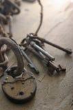 Claves de cadena y viejos Foto de archivo libre de regalías