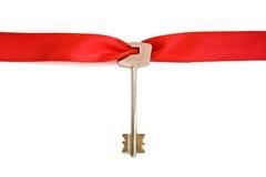Claves de la casa con la cinta roja Imagen de archivo