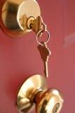 Claves de la puerta fotografía de archivo libre de regalías