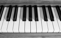 Claves del piano en blanco y negro foto de archivo libre de regalías