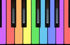 Claves del piano, keyborad, notas en colores del arco iris Imagen de archivo