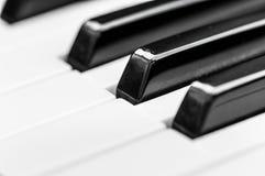 Claves del piano opinión frontal del primer del teclado fotos de archivo libres de regalías