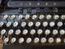 Claves en una máquina de escribir vieja Foto de archivo libre de regalías