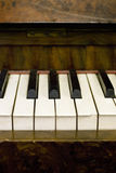 Claves polvorientos del piano Imagenes de archivo