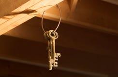Claves que cuelgan de los vigas (horizontales) Fotografía de archivo