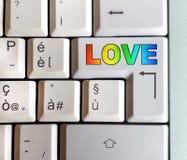 Clavier avec la clé avec la réponse écrite : amour Images stock