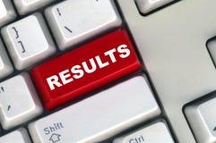 Clavier avec le bouton rouge des résultats Photo libre de droits