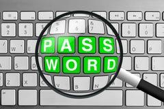 Clavier avec les boutons et la loupe verts de mot de passe Photographie stock