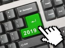 Clavier d'ordinateur avec la clé 2019 photos stock