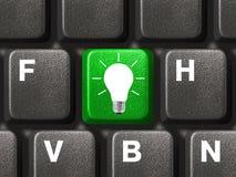 Clavier d'ordinateur avec la clé de lampe Images stock