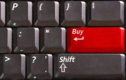 Clavier d'ordinateur avec la vente de mot sur le bouton rouge Photographie stock libre de droits