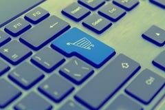 Clavier d'ordinateur avec le concept en ligne de soutien Photos libres de droits