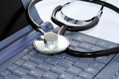 Clavier d'ordinateur avec le stethscope. Images stock
