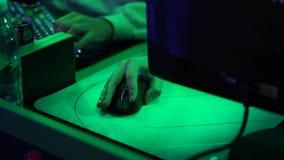 Clavier d'ordinateur lumineux avec le contre-jour de la couleur LED banque de vidéos