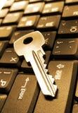 Clavier d'ordinateur portatif avec la clé Images stock