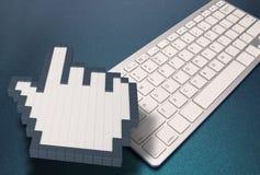 Clavier d'ordinateur sur le fond bleu signes d'ordinateur rendu 3d illustration 3D Photographie stock
