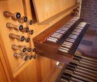 Clavier d'organe d'église photographie stock