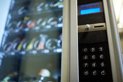 Clavier de distributeur automatique sur le panneau d'opération images libres de droits