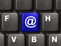 Clavier de PC avec la clé d'email Photos stock
