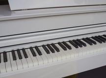 Clavier de piano blanc photos libres de droits