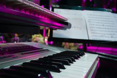 Clavier de piano, vue de côté de piano de l'outil musical d'instrument photos libres de droits