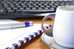 Clavier et café Images stock