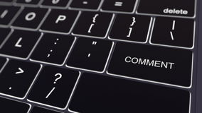 Clavier noir d'ordinateur et touche rougeoyante de commentaire Rendu 3d conceptuel Photo libre de droits
